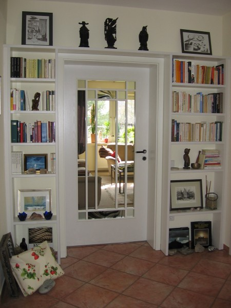 17-Bücher-Regal-Eingang