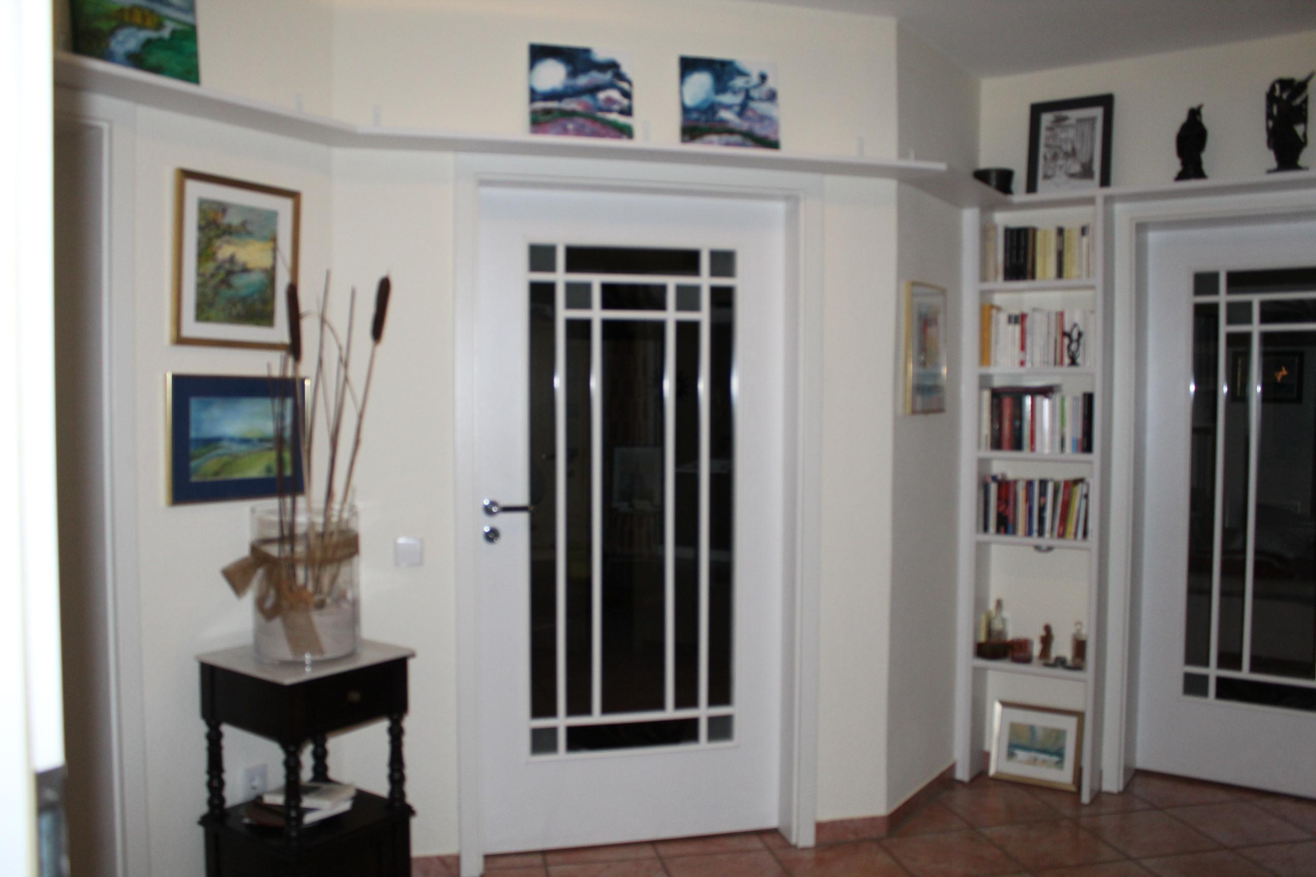 Regal-über-Tür