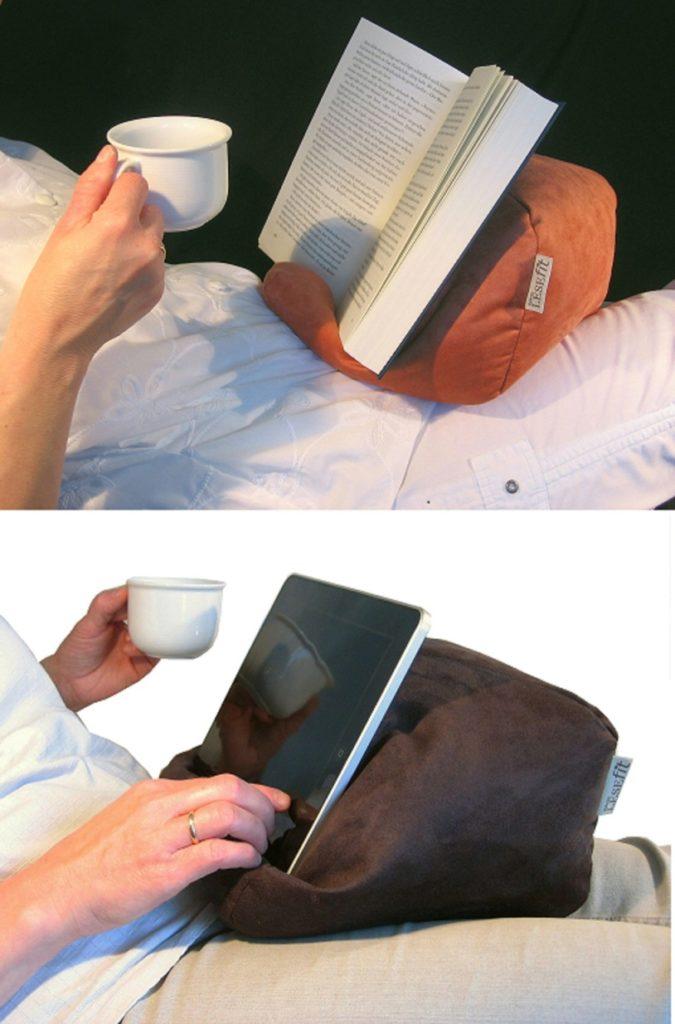 das Lesekissen ist auch ein Tablet Kissen und hält Buch, Tablet, e Book Reader